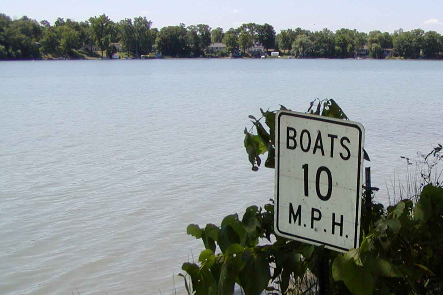 "Sign by water reads ""Boats 10 mph"""